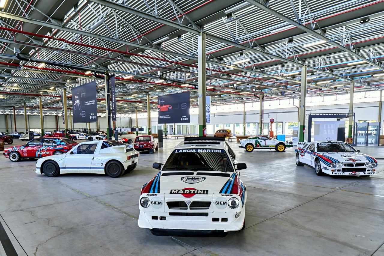 A királyság! Lancia Delta HF Integrale, ECV2, Fulvia Coupé 1600 HF, Delta S4, Stratos HF és Rally 037. Még sosem láttam így egyben ezt a csoportot, a Lancia történetének egyik, ha nem a legdicsőbb fejezetét. Mondjuk nem csoda, az ECV2-ből ez az egy darab készült.