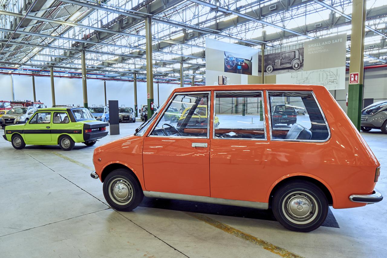 Tizenhárom darab Fiat ESV 1500 (Experimental Safety Vehicle) készült 1972-ben és 73-ban, ezek voltak Európa első biztonsági autói, a technika főleg a 126-osból jött. Jobbra a 850 Special Idroconvert alapjaira készített City Taxi prototípus 1968-ból.
