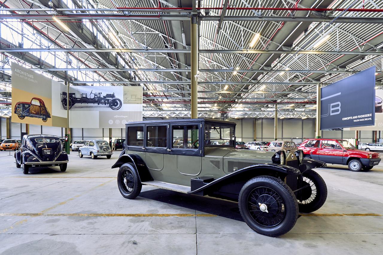 Nem véletlenül volt az 1920-as évek egyik autóipari úttörője a Lancia – ez Lambda Torpedo Ballon szűk hengersorú V-motorral, független első felfüggesztéssel és négykerék-fékkel készült. A hardtop felhelyezésével máris szedán lett belőle.