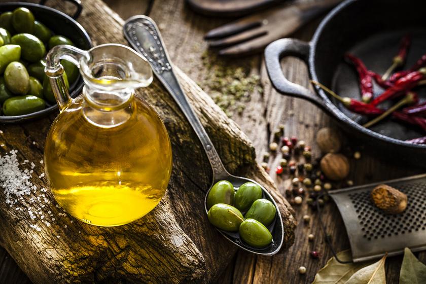 Az olívaolaj és olajbogyó gazdagok esszenciális zsírsavakban, amelyek hatékonyan csökkenthetik a gyulladást.