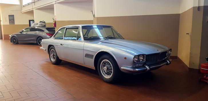 Ez volt az első autó, amit megnéztem. Maserati Mexico