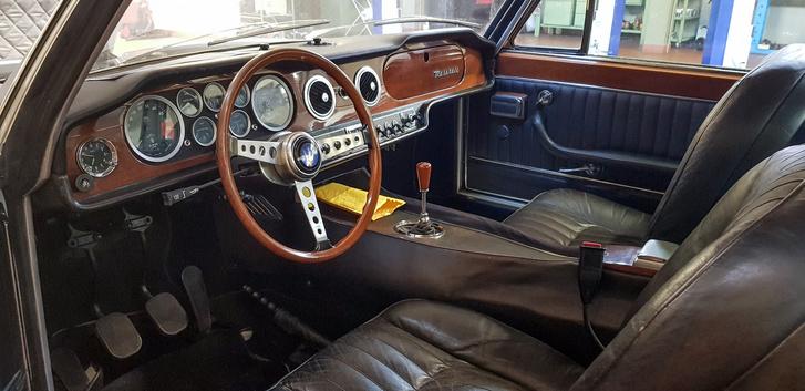 Egy fotó a Maserati belsejéről szerintem még ide elfér