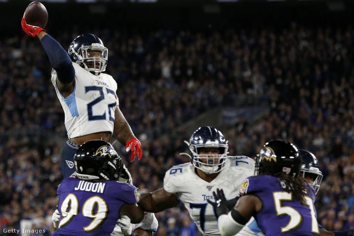 A touchdownpasszhoz felugró Derrick Henry