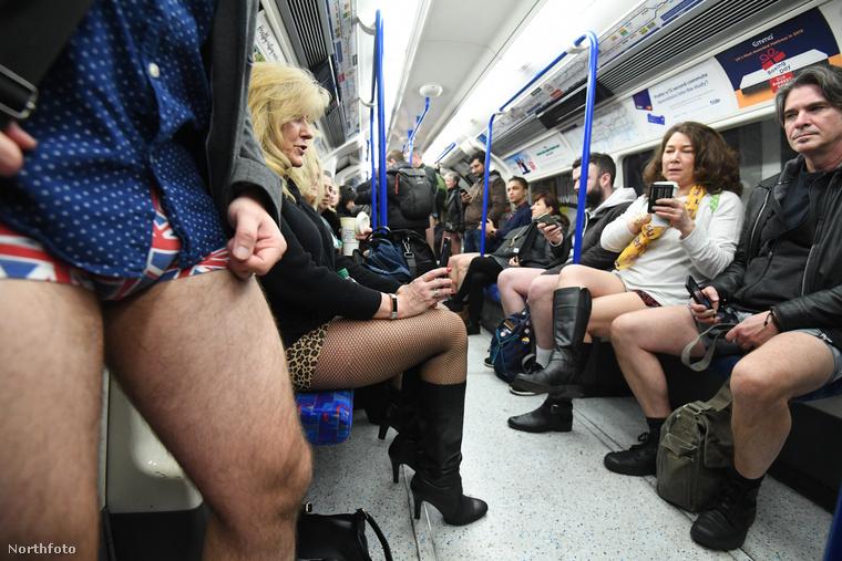 És íme, így néz ki egy metrószerelvény, melyet elfoglaltak a nadrág nélküli utasok