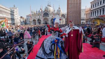 Kamerákkal számolják a turistákat a velencei karnevál alatt