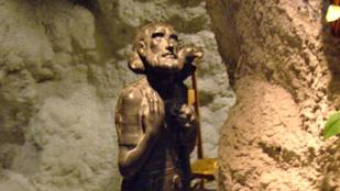 113 éves korában meghalt a férfi, aki 21 éves kora óta egy barlangban élt