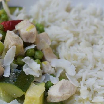 Kókusztejes curry csirkével és sok zöldséggel - Amikor a különleges és az egészséges nem kerül több időbe