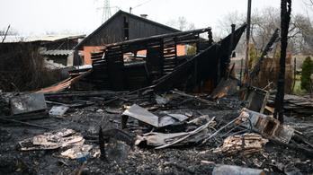 63 tűzoltó oltotta a lángoló óbudai házakat
