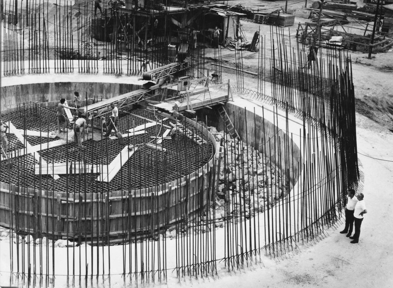 Az Észak-budai fűtőművet 1969-ben kezdték el építeni, monumentális tornyának alapjait viszont csak 1977-ben rakták le.
