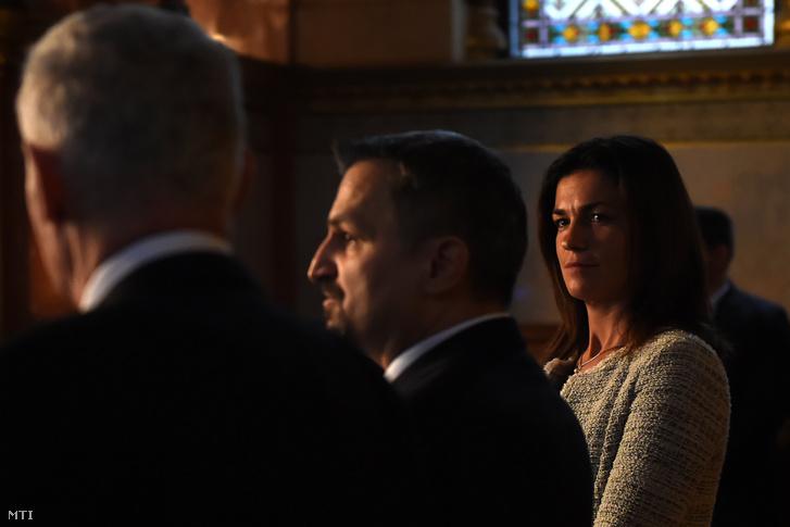Varga Judit az egyes törvényeknek az egyfokú járási hivatali eljárások megteremtésével összefüggő módosításáról szóló törvényjavaslathoz benyújtandó a bírák és ügyészek illetményét rendező módosító javaslatról tartott sajtótájékoztatón az Országházban 2019. november 20-án.