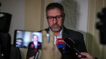Hadházy sajtótájékoztatóján trollkodott Simonka György