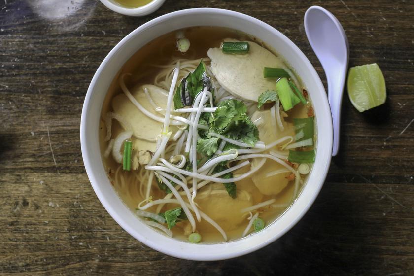 Az ázsiai ízvilágú ramen és pho levesek sokáig csak instant változatban voltak ismertek, de sok olyan hely nyílt, ahol a gőzölgő levest és tésztát friss, minőségi zöldségekkel, húsokkal készítik - így vége a zacskós ramenek uralmának!