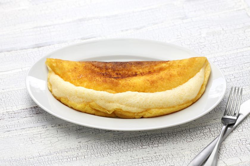 Ez a légies, remegős omlett titka – Néhány alapanyagból előkelő villásreggeli készül