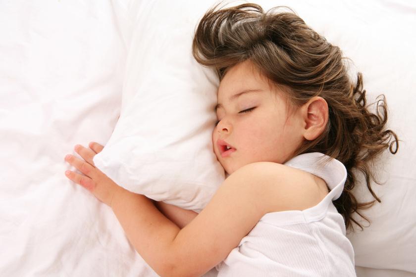 Este jobban alszik majd a gyerek: 8 jógapóz, ami segíti az ellazulást