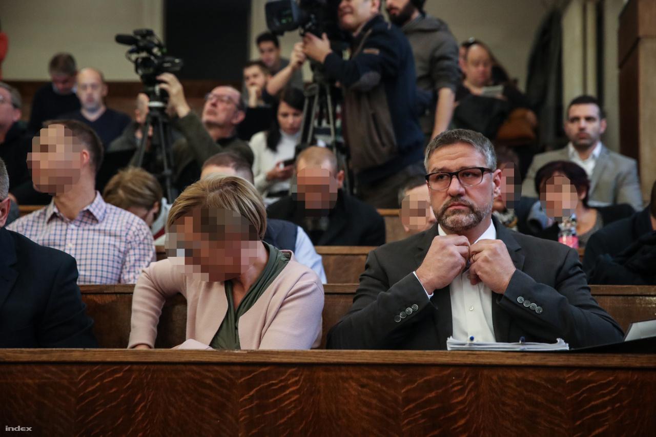 Simonka György fideszes országgyűlési képviselő a vádlottak padján
