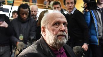 Ma indul a francia pap tárgyalása, aki két évtizeden át molesztálhatta a gyerekeket
