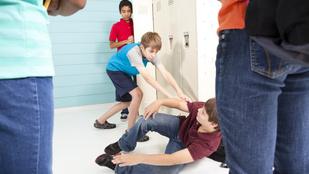 Vedd észre, ha a gyerekedet bántják a suliban – így csökkenthető az iskolai erőszak