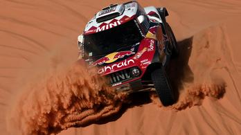 Egyre szorosabb a verseny a Dakaron, fogytán Carlos Sainz előnye