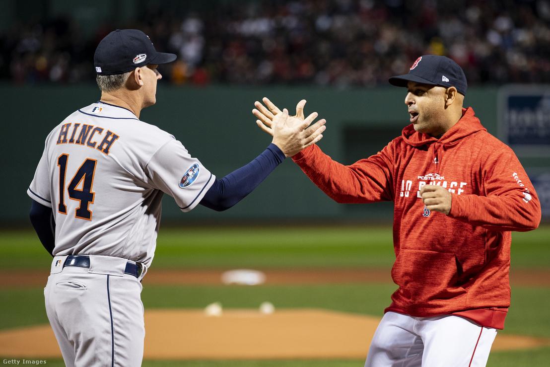 A.J. Hinch és korábbi segítője, a már a Red Sox vezetőedzőjeként dolgozó Alex Cora.