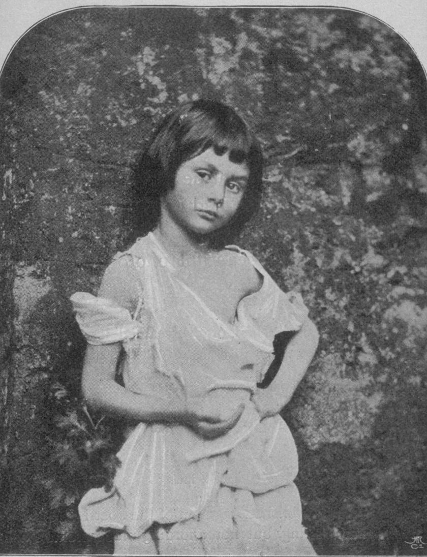 Fotó Alice-ről, ami sokakban vet fel kérdéseket.