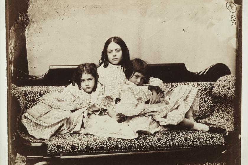 Carroll fotója a Liddell lányokról.
