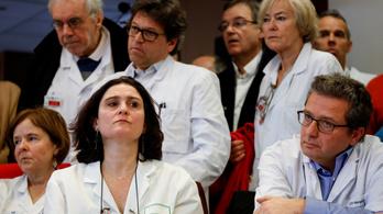 Több mint ezer francia orvos fenyegetőzik kollektív lemondással