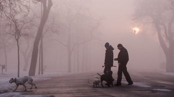 Marad a sűrű, tartós köd, és hó is lehet