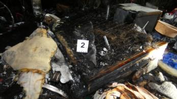 Rágyújtotta a lakókocsit két emberre Monoron, egyikük meghalt