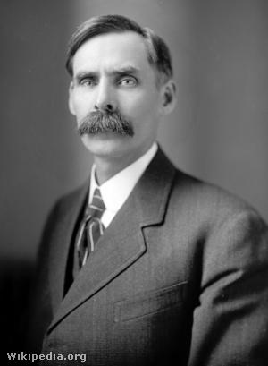 Andrew John Volstead, az 1920-as és 1930-as évek amerikai szesztilalmát bevezető ún. Volstead-törvény megalkotója