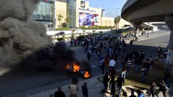 Libanonban már a bankokat rohamozzák a tüntetők