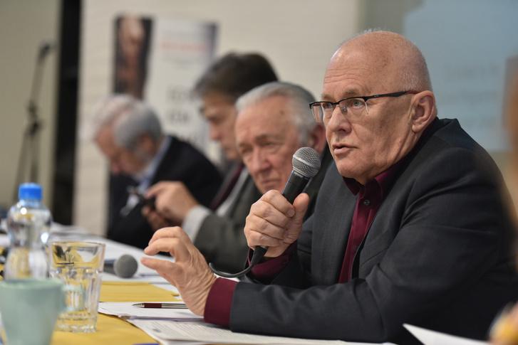 Balázs Péter, Kovács László, Szent-Iványi István és az asztal végén Jeszenszky Géza