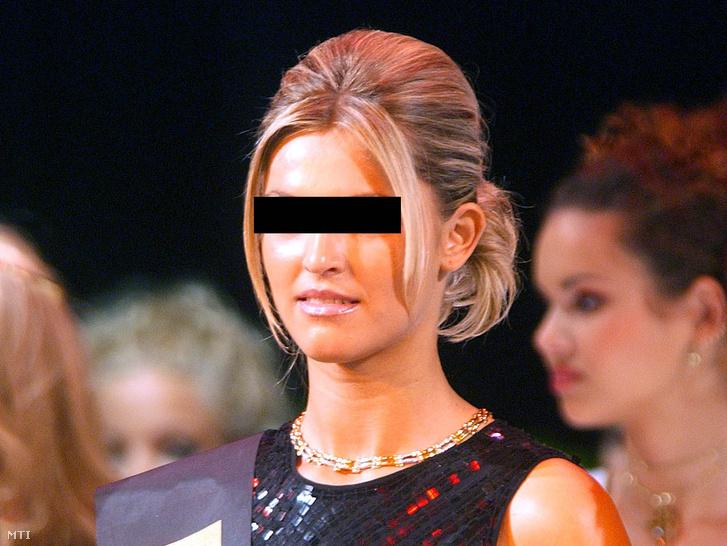 S. Szabina a Miss Hungary 2002 szépségverseny döntőjében szeptember 22-én