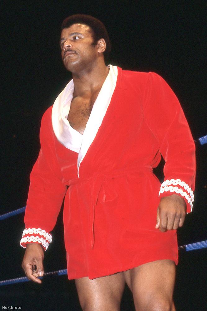 A pankráció kedvéért vette fel a Rocky Johnson nevet, amit a fia, Dwayne is továbbvitt.