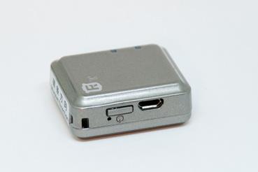 Micro USB csatlakozó és bekapcsoló gomb