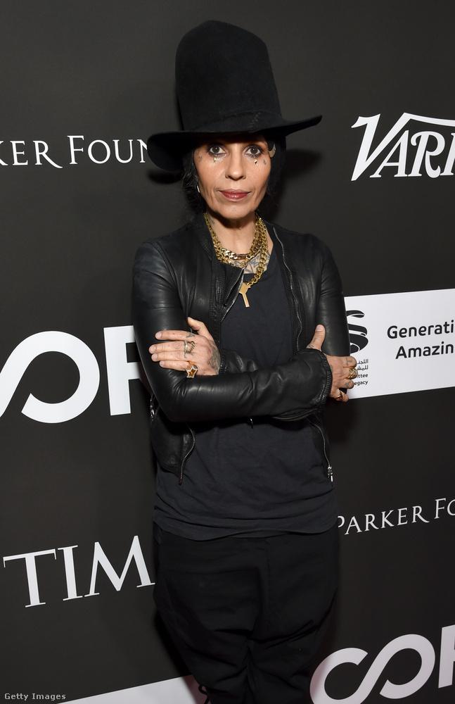 Ő Linda Perry a 4 Non Blondes együttesből, aki azóta csomó világslágert írt azóta más előadóknak.
