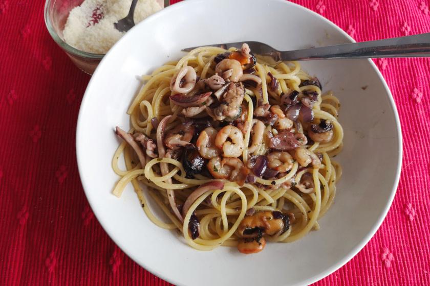 spagetti tenger gyümölcseivel recept