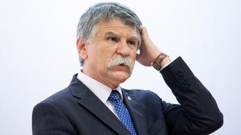136 millióért vesz gyapjúszőnyegeket Kövér László hivatala
