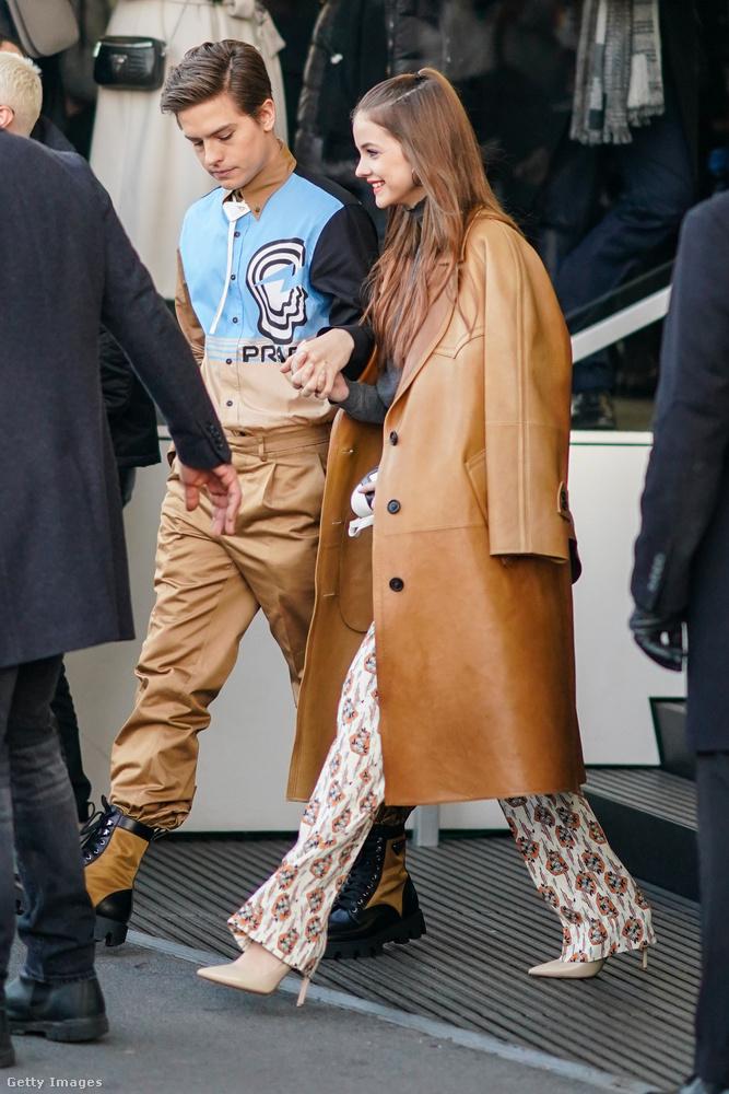 Ezek először is még vasárnapi képek, amikor Palvin Barbara és szerelme, Dylan Sprouse egy újabb divatbemutatóra látogatott el, szokásukhoz híven összeöltözve.