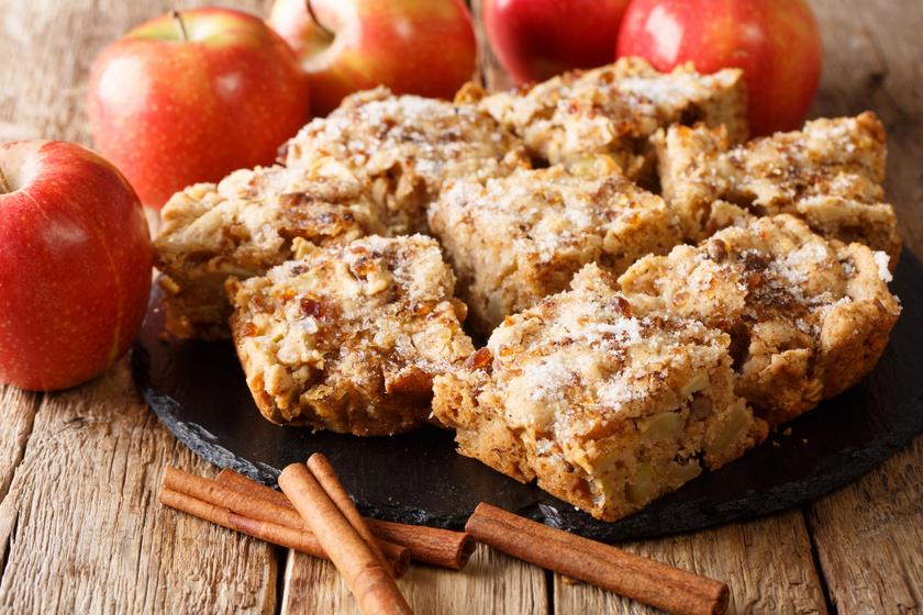 Almás, diós kevert süti: 10 perc munka, a többit a sütő végzi