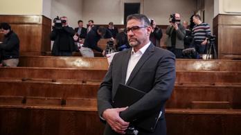 A csalással vádolt Simonka szerint nem csináltak semmit másképp, mint bárki más ebben az országban