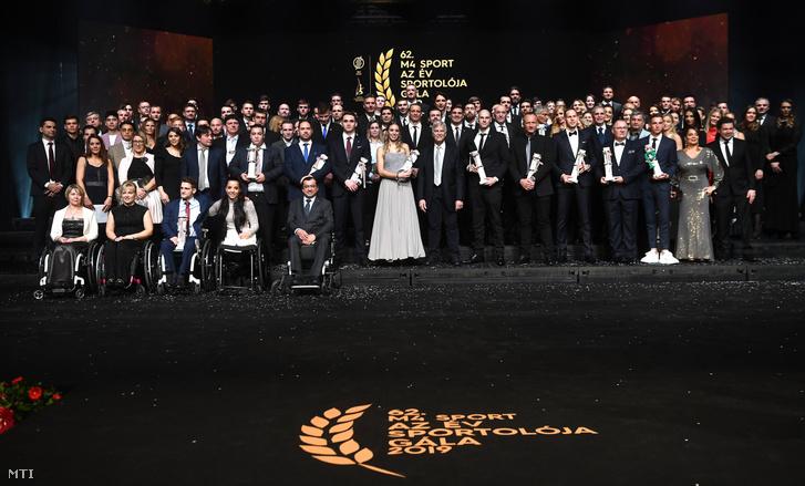Díjazottak és a díjak átadói az M4 Sport - Év sportolója gálán a Nemzeti Színházban
