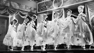 Miért akarták ezt a bugyuta operettfilmet betiltani?