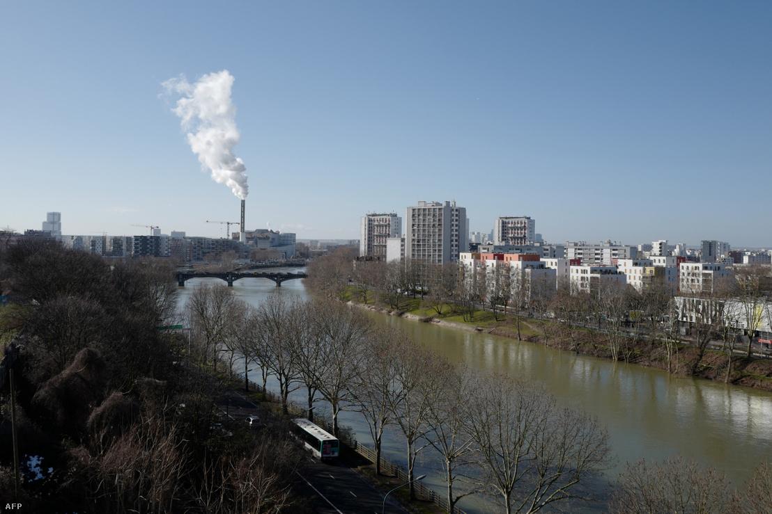 Saint-Ouen és Saint-Denis városrészek és a Szajna folyó Párizs északi részén