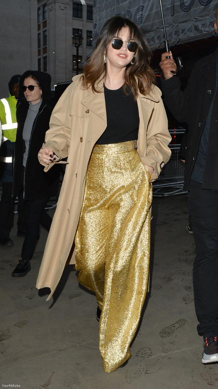 Persze, a Selena Gomez-rajongók most azt gondolhatják magukban, hogy az utóbbi időben több rossz dolog is történt az énekesnővel (szakított Justin Bieberrel, aki azóta már meg is nősült, és veseműtétje is volt), új albuma pedig ezeknek a negatív élményeknek (is) állít emléket.