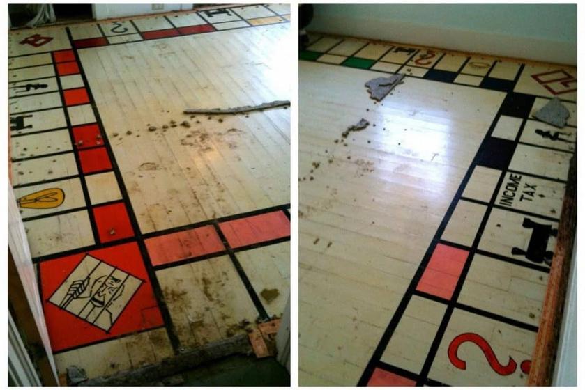 Az új tulajdonosok szerették volna kicserélni a parkettát, ám amikor felszedték a régi burkolatot, meglepő látvány tárult a szemük elé - egy életnagyságú Monopoly-tábla volt a padlóra festve!