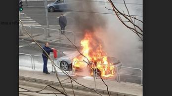 Kigyulladt egy Porsche a VIII. kerületben