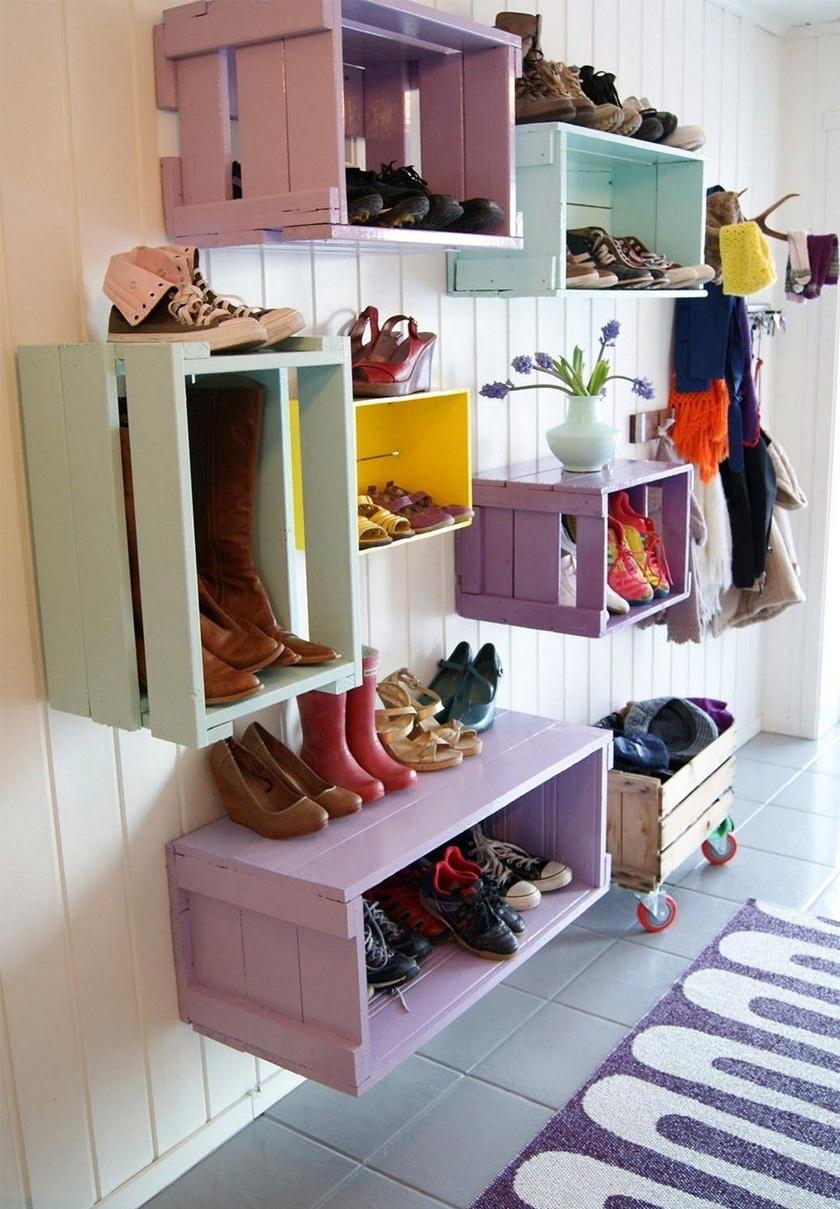 A ládák nemcsak rakodásra jók, a lakás berendezésében is aranyat érnek. Nagyszerű fali cipőtárolókká is változtathatók. Natúr színben vagy festve is jól mutatnak.