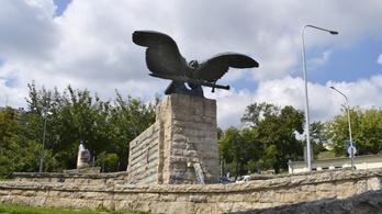 Pokorni leszedette nagyapja nevét a II. világháborús áldozatok emlékművéről