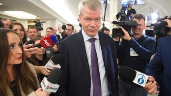 A lengyel felsőház elvetette a bíróságokról szóló szájkosártörvényt
