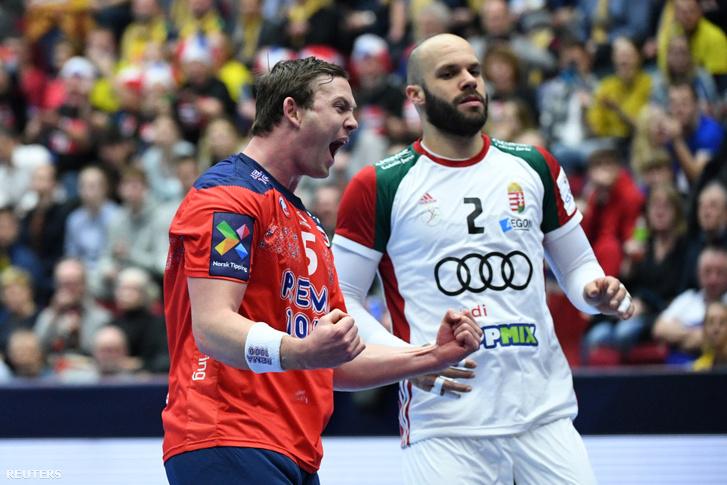 Petter Overby örül a góljának, háttérben Sipos Adrián